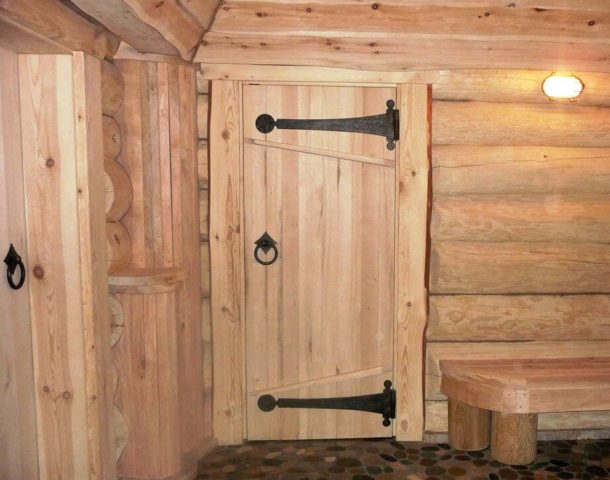 банная дверь из дерева