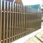 Как выбрать и установить забор из штакетника